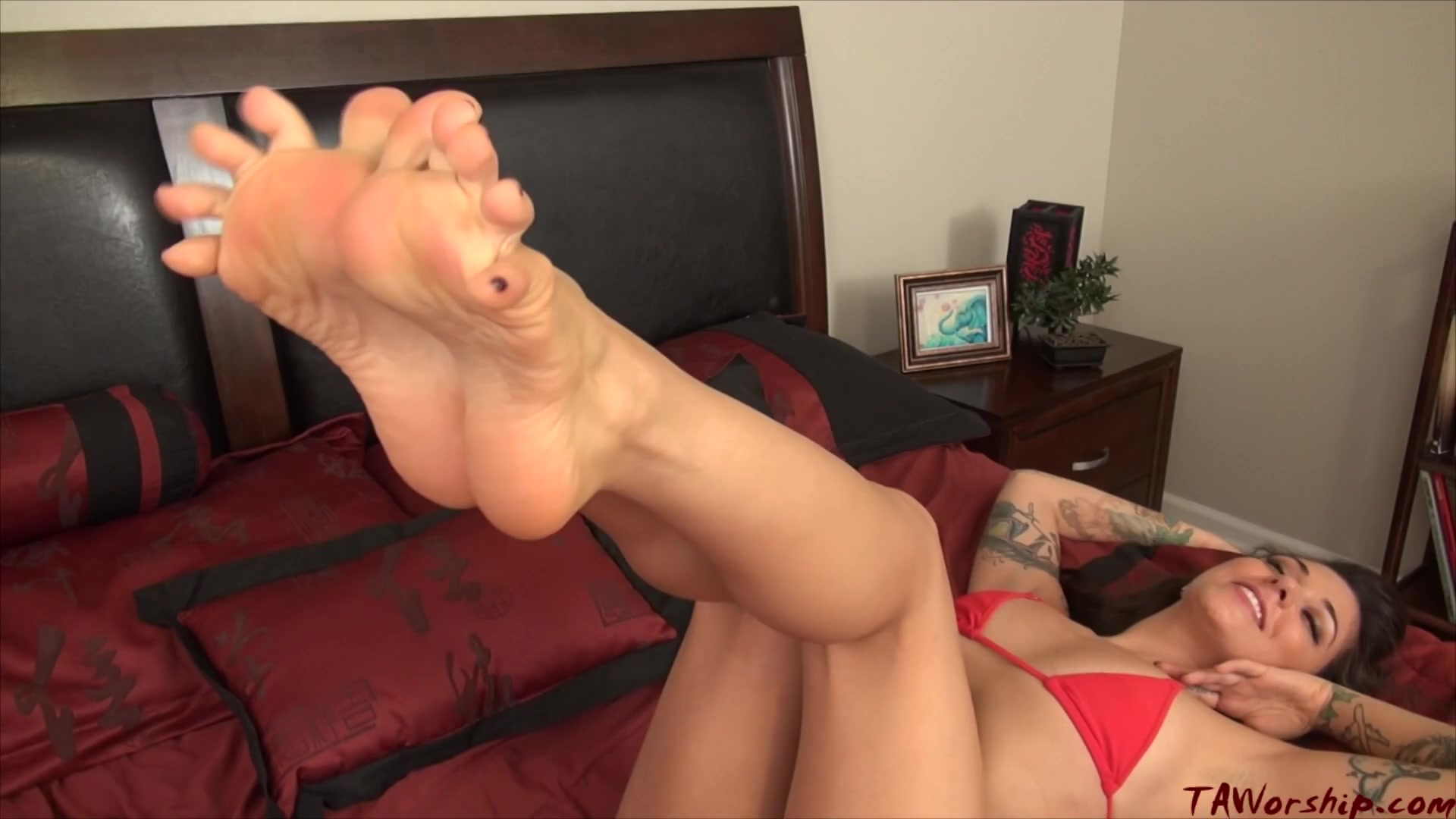 Allie Eve Gives A Footjob To Kayla Jane's Strap